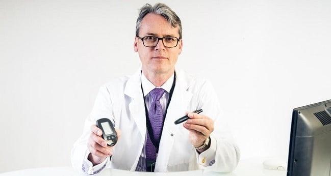 مراجعه به متخصص غدد برای تشخیص بیماری